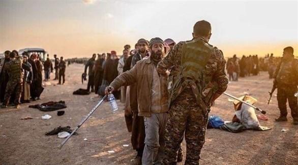 عناصر من داعش يسلمون أنفهسم لقسد (أرشيف)