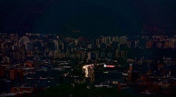 الظلام يخيم على كاراكاس بسبب انقطاع الكهرباء (أرشيف)
