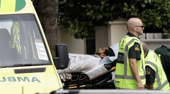نقل مصاب في هجوم نيوزيلندا إلى سيارة إسعاف (أرشيف)