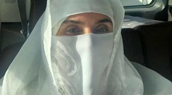 دينا ترتدي النقاب في المملكة العربية السعودية