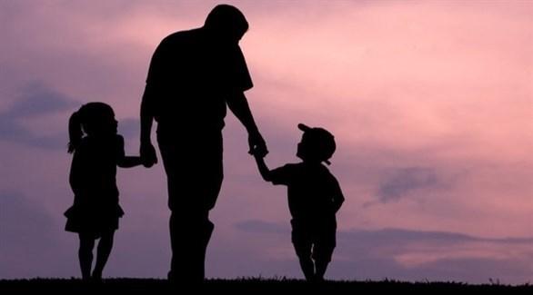 اللعب خلال رعاية الأطفال يعزّز الاستمتاع بواجيات الأبوة (تعبيرية)