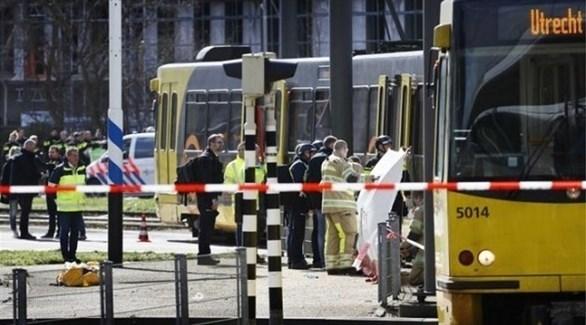 الشرطة الهولندية تحيط بترامواي أوتريخت (تويتر)