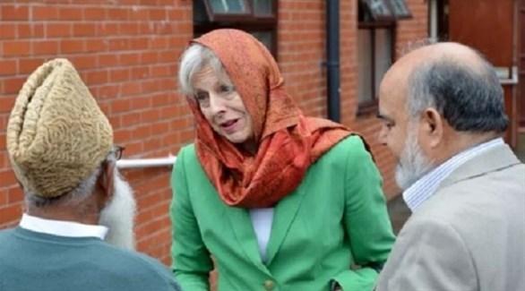تيريزا ماي في زيارة سابقة لأحد مساجد بريطانيا(أرشيف)