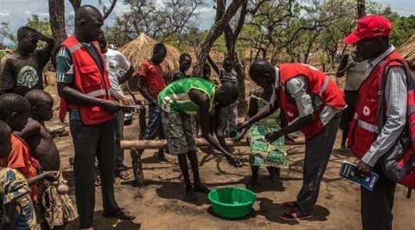 أعضاء منظمة خيرية أوغندية بين لاجئين من دول مجاورة (أرشيف)