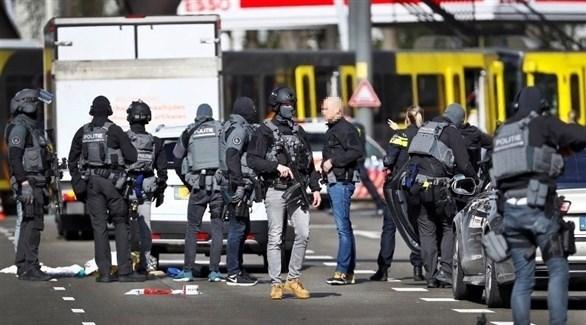 الشرطة الهولندية حول ترام أوتريخت بعد إطلاق النار (تويتر)