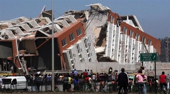 انهيار مبنى سكني غرب تركيا بعد زلازال سابق (أرشيف)