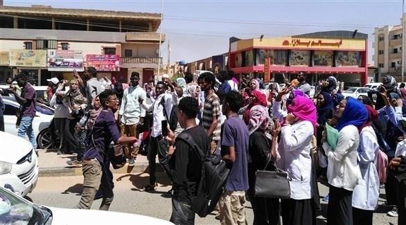 تظاهرات في شوارع السودان (أ ف ب)
