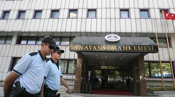 شرطيان أمام محكمة تركية (أرشيف)