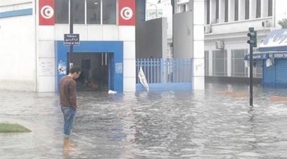 مياه الأمطار تغمر أحد الشوارع في تونس (أرشيف)