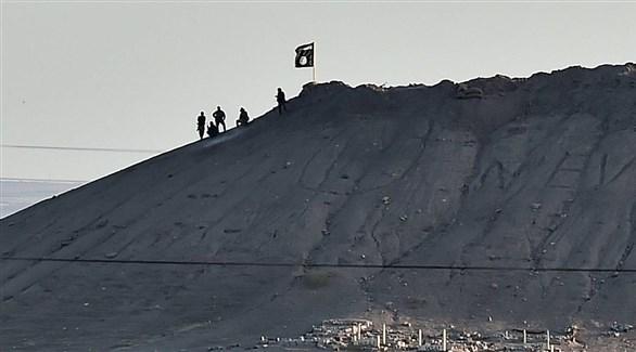 عناصر من داعش على سفوح أحد الجبال (أرشيف / غيتي)