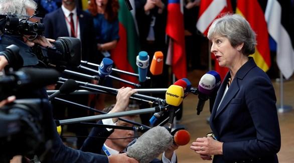 رئيسة الوزراء البريطانية تيريزا ماي ترد على أسئلة وسائل الإعلام في بروكسل (أرشيف)