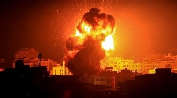 النيران تشتعل في مبنى قصفته طائرات الاحتلال الإسرائيلي بغزة (تويتر)
