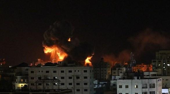 انفجار مبنى في غزة بعد غارة إسرائيلية (تويتر)