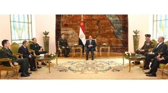 الرئيس المصري عبد الفتاح السيسي يستقبل وزير الدفاع الصيني الجنرال وي فنغ هه (تويتر)