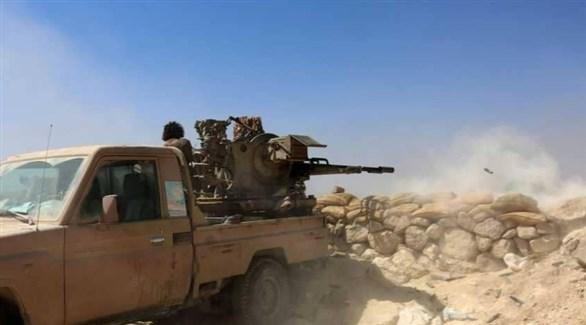 جندي يمني يُطلق النار من مدفع محمول على عربة (أرشيف)
