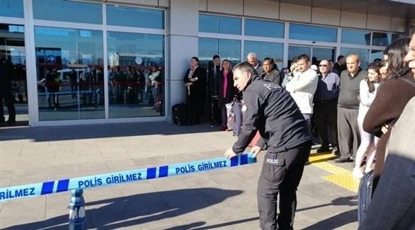 عناصر أمنية في محيط المطار (إن تي في)