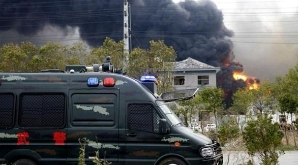 تصاعد الدخان الكثيف بعد الانفجار في المصنع الصيني (تويتر)