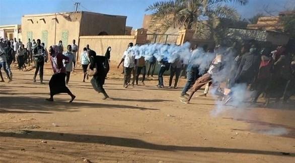 الشرطة السودانية تفرق متظاهرين في أم درمان (أرشيف)