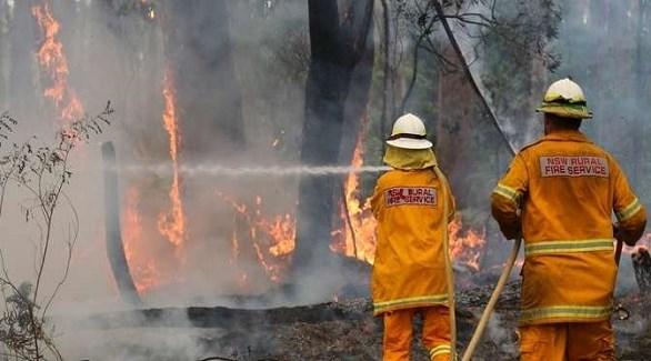 إطفائيون يكافحون حريقاً في أستراليا (أرشيف)