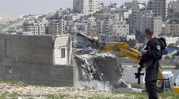 جرافة إسرئيلية تهدم بيتاً فلسطينياً في القدس (أرشيف)