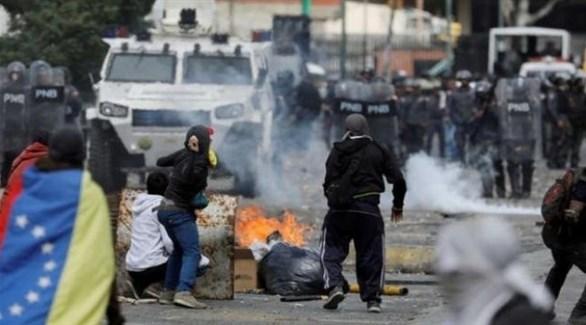 مواجهات بين المتظاهرين والمن الفمزويلي في العاصمة كاركاس (أرشيف)