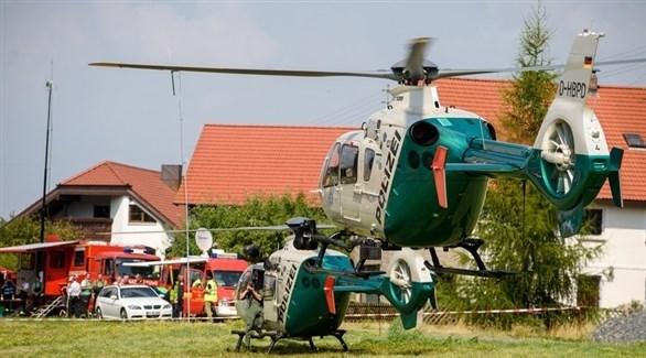 فرق إنقاذ جوية ألمانية في موقع سقوط الطائرة (EPA)