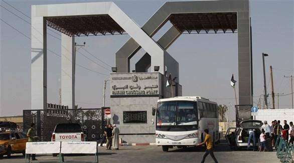 حافلات تنقل فلسطينيين إلى مصر معبر رفح البري (أرشيف)