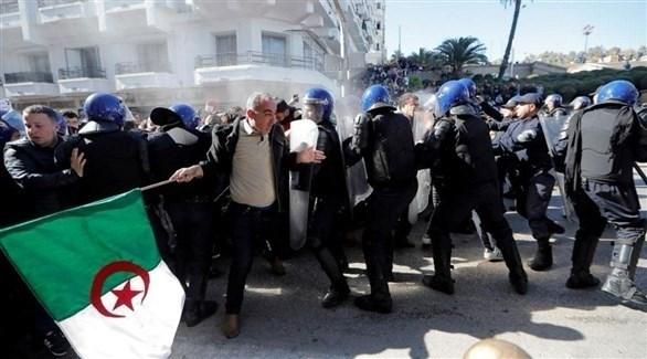 الشرطة الجزائرية تفرق متظاهرين (تويتر)