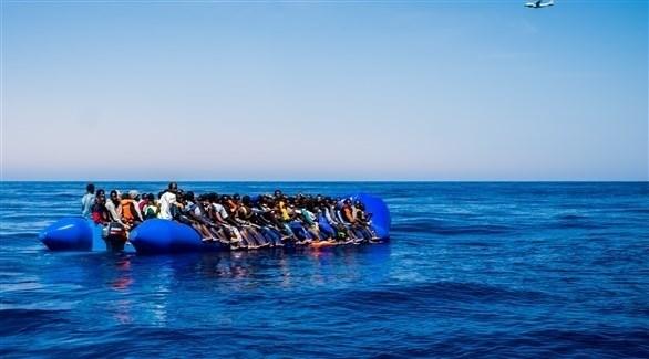 زورق مطاطي محمل بالمهاجرين غير الشرعيين في المتوسط (أرشيف)