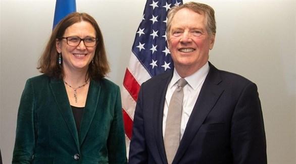 المفوضة الأوروبية للتجارة سيسيليا مالستروم ونظيرها الأمريكي روبرت لايتهايزر (أرشيف)