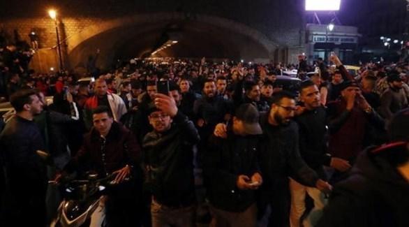 مسيرات ليليّة في عدد من المدن الجزائرية احتجاجاً على ترشح الرئيس عبدالعزيز بوتفليقة لولاية خامسة (إ.ب.أ)