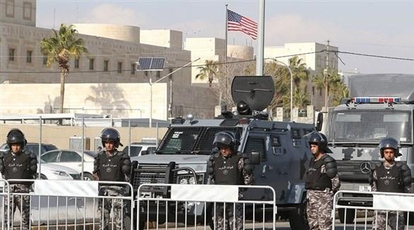 قوات الأمن الأردنية أمام السفارة الأمريكية في عمان (أرشيف)