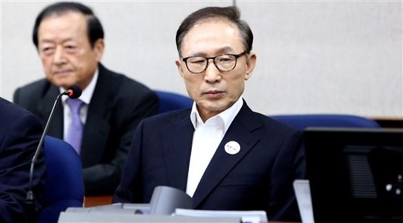 الرئيس الكوري الجنوبي السابق لي ميونع باك أثناء محاكمته (أرشيف)