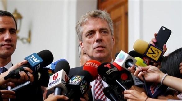 السفير الألماني في كراكاس دانييل كرينر (رويترز)