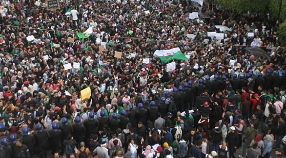متظاهرون في الجزائر ضد ترشح الرئيس عبد العزيز بوتفليقة (الخبر)