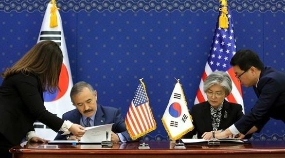 وزيرة الخارجية الكورية الجنوبية كانغ والمبعوث الأمريكي لسيؤول هاريس (أرشيف)