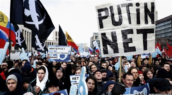تظاهرات في موسكو  ضد مشروع قانون حول الرقابة على الإنترنت (أرشيف)