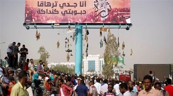 سودانيون يعتصمون في الخرطوم ضد النظامين القديم والجديد (أرشيف)