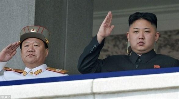 الزعيم الكوري الشمالي كيم جونغ أون ونائبه تشوي ريونغ أي (أسوشيتد برس)