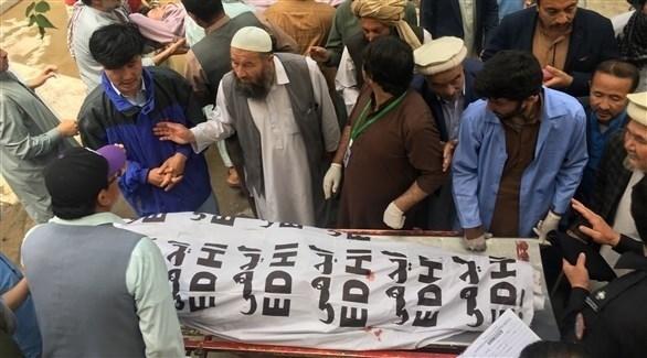 أفغان يشيعون قتلى سقطوا في انفجارات (أرشيف)