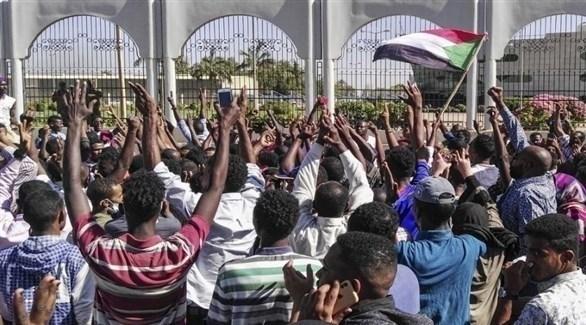 مظاهرات أمام مقر القيادة العامة في السودان (أرشيف)