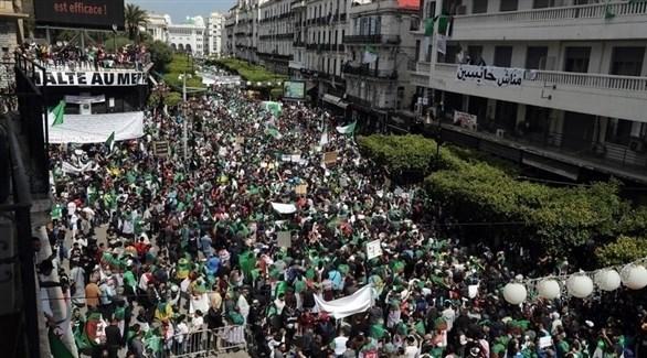 متظاهرون جزائريون (إ ب أ)