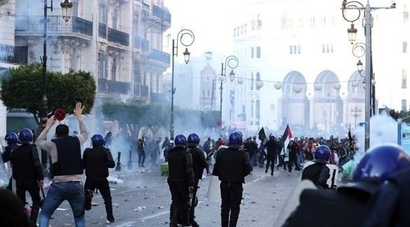 مواجهات بين الشرطة الجزائرية والمحتجين (إ ب أ)