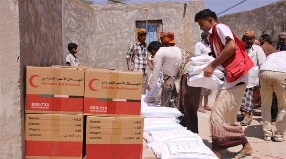 توزيع مساعدات إماراتية على اليمنيين (أرشيف)