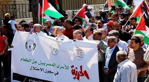 وقفة تضامنية في رام الله مع الأسرى الفلسطينيين في سجون الاحتلال (أرشيف)