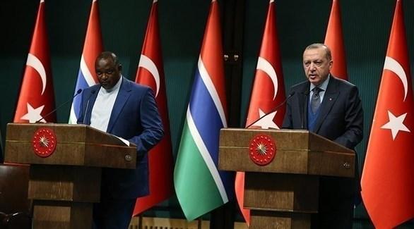 أردوغان ورئيس غامبيا آدما بارو (أرشيف)