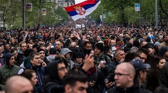 آلاف الأشخاص يتظاهرون في بلغراد ضد الرئيس الصربي (أ ف ب)