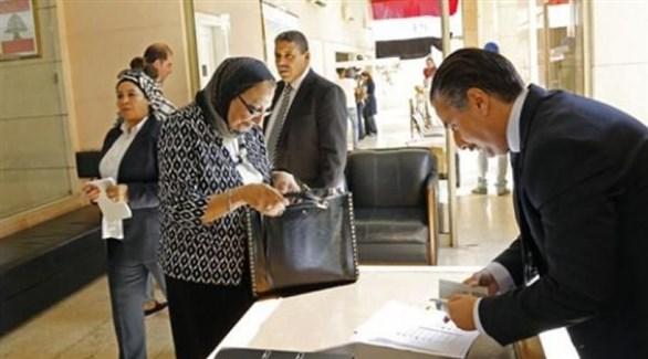 مصريون في مكتب انتخابي خارجي في انتخابات سابقة (أرشيف)
