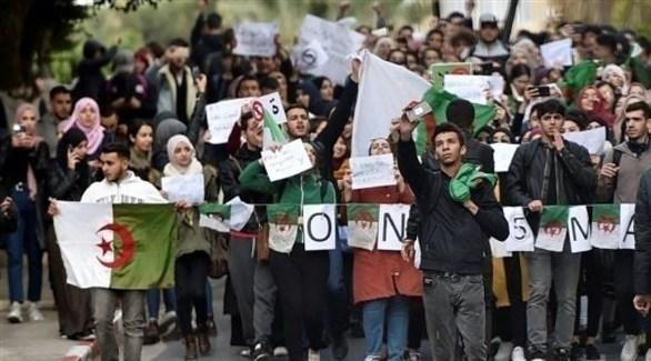 متظاهرون جزائريون (أرشيف)