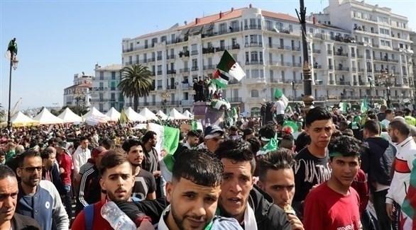 محتجون جزائريون (إ ب أ)